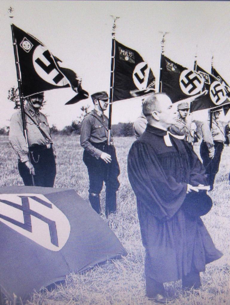 NazizeitPastorHakenkreuz